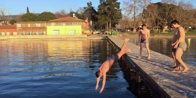 Bursa'da kış ortasında yüzme keyfi
