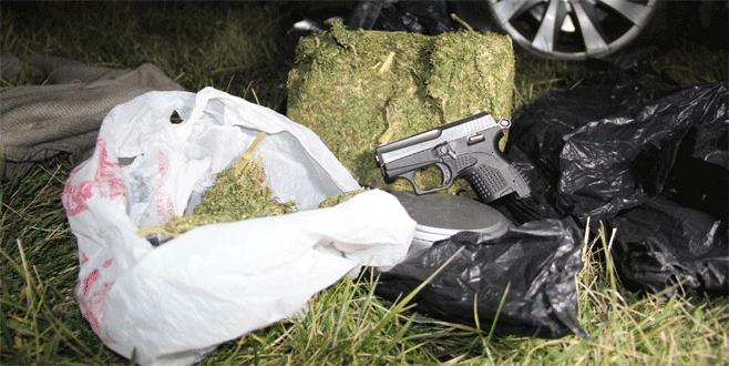 Uyuşturucu yüklü araç polisten kaçarken kaza yaptı