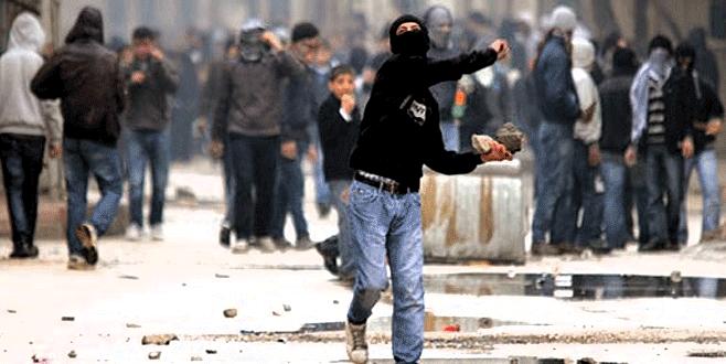Yüzünü kapatıp polise taş atana 8.5 yıl hapis cezası