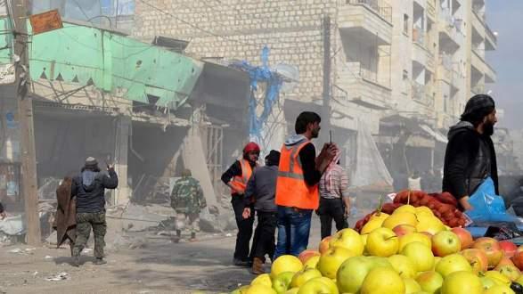 Rus uçakları İdlib'de pazar yerini vurdu: 8 ölü, 28 yaralı