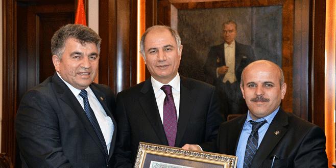Büyükorhan'dan Ala'ya fahri hemşehrilik beratı