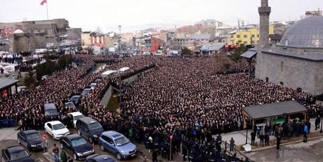 'Kırkıncı hoca'yı 10 bin kişi uğurladı