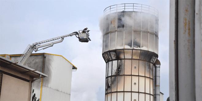 Bursa'da fabrika yangını: Patlayan silo alev topuna döndü