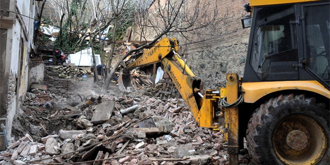 Bursa'da yıkım sürüyor