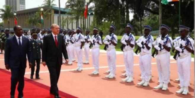 Erdoğan askeri törenle kaşılandı