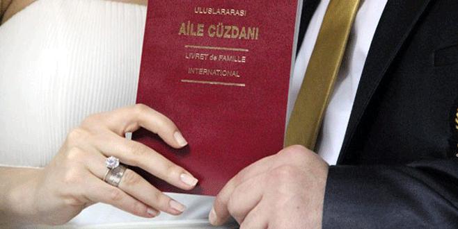 Nişanlısına kızdı, nikah gününü 29 Şubat'a aldı