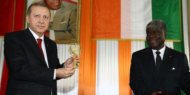 Erdoğan'a Abidjan'ın altın anahtarı takdim edildi