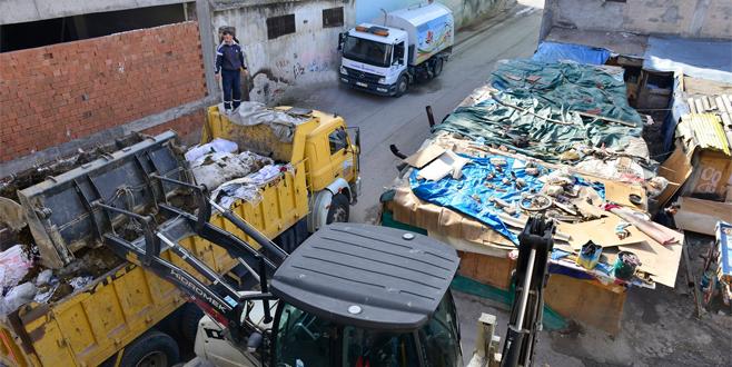 Bursa'da kaçak barakalar yıkılıyor