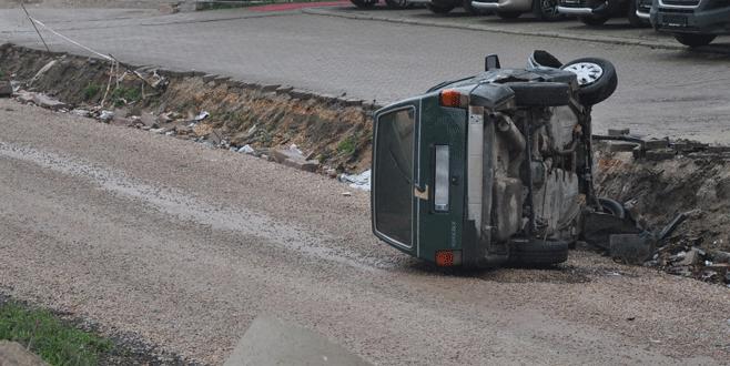 Bursa'da otomobil tali yola uçtu: 3 yaralı