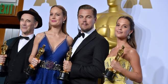 DiCaprio Oscar'ı unuttu!