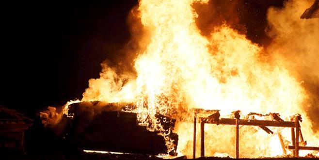 Cezaevinde yangın: 16 ölü