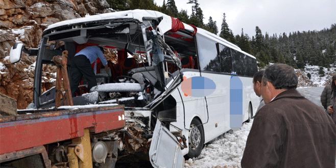 Yolcu otobüsü devrildi: 17 yaralı