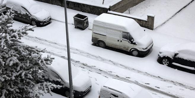 Mart kapıdan baktırdı! Şehir beyaza büründü!
