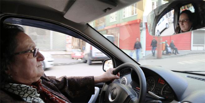 Bursa'nın 'Fatma abla'sı 19 yıldır direksiyon sallıyor