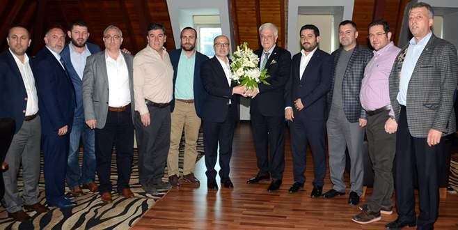 Bursaspor'da ziyaretler sürüyor