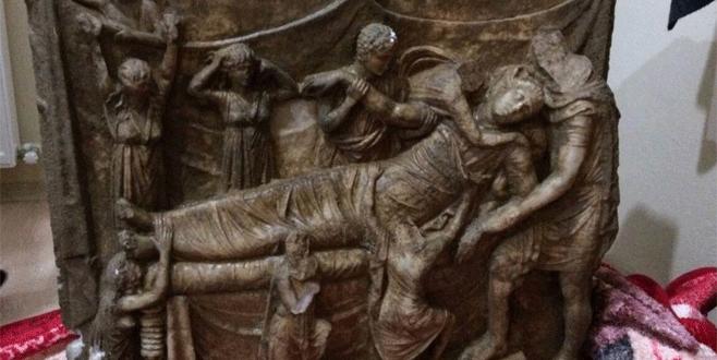 1600 yıllık lahit mezarı 650 bin dolara satmak istediler