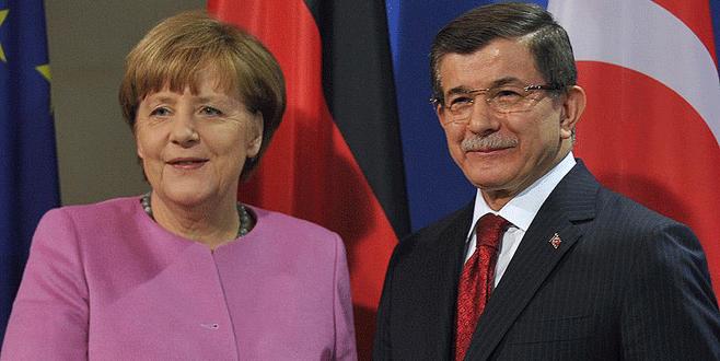 Davutoğlu ile Merkel'den sürpriz görüşme!