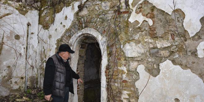 Tarihi hamam onarım bekliyor