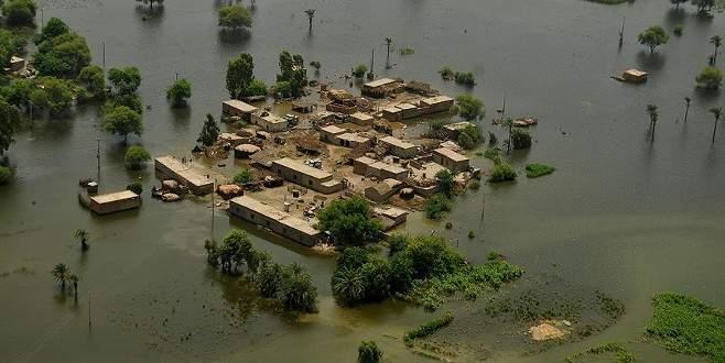 Şiddetli yağışlar 42 can aldı