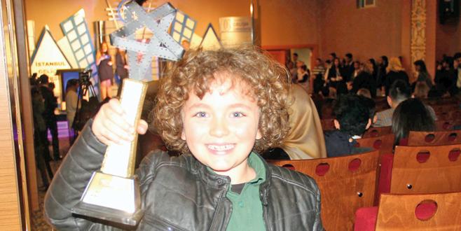 İlk ödülünü aldı