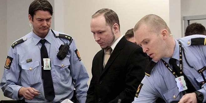 Seri katil Breivik'ten Norveç hükümetine dava