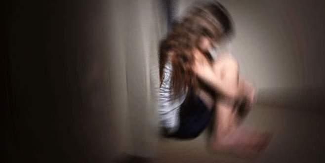 Öz yeğenine arabada tecavüz etmeye kalktı