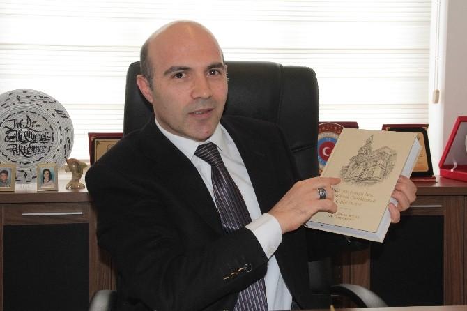 """Prof. Dr. Ali Murat Aktemur, """"Bakü'deki Avrupa Tarzı Sivil Mimarlık Örneklerinde Cephe Düzeni"""" Adlı Kitabını Çıkardı"""