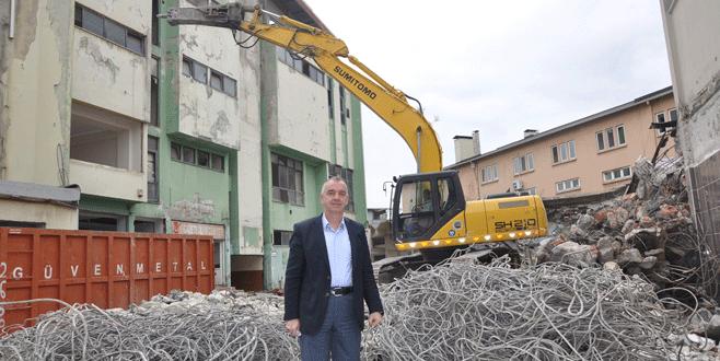 Kültür Sarayı'nın yıkımına başlandı