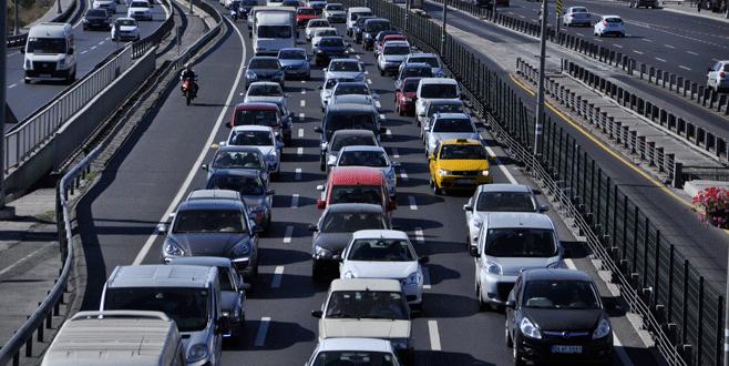 Şehrin merkezinde trafik düzenlemesi