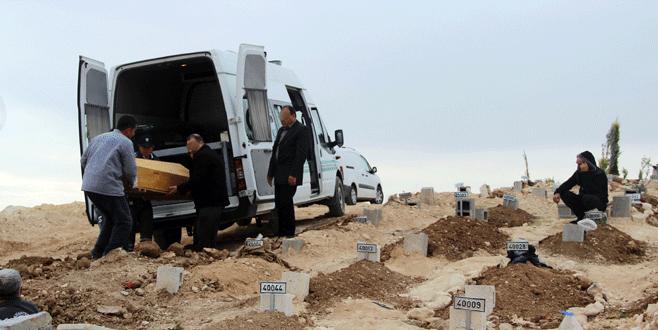 Köylüler canlı bombanın gömülmesine izin vermedi