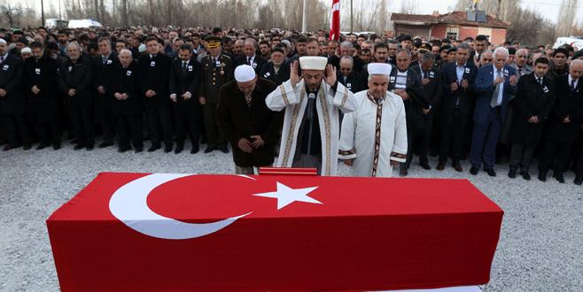 Şehidin cenazesini imam olan babası kıldırdı