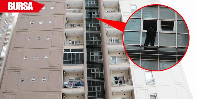 7. kattan atlamaya kalkan genci polis kurtardı