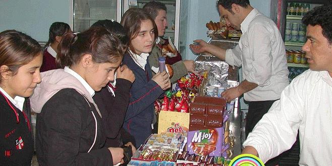 Okul kantinlerinde kola ve çikolata satılmayacak