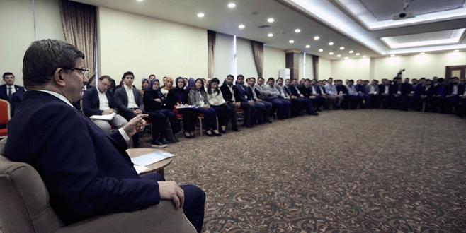 Davutoğlu AK Partili gençlerle buluştu