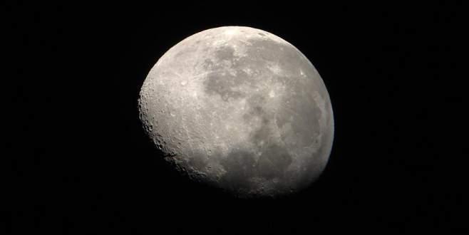 Ay'ın ekseni kaydı