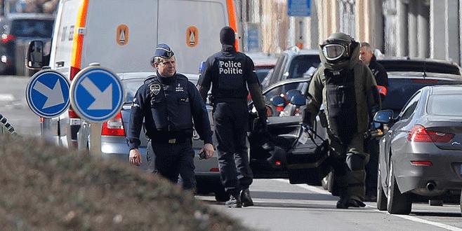 Brüksel'de operasyon sırasında iki patlama