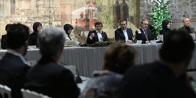 Davutoğlu, sanatçılarla 'Dost Meclisi'nde buluştu