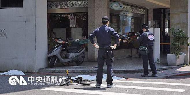 Sokak ortasında küçük kızın başını kesti