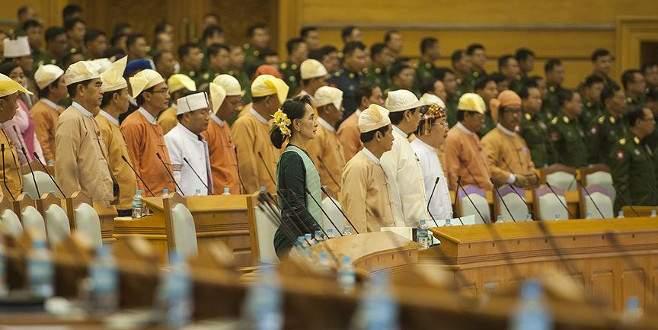 Myanmar'da 54 yıl sonra bir ilk!