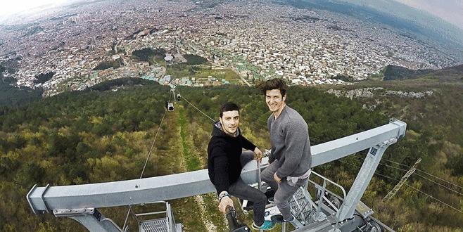 Teleferik direğinde tehlikeli selfie
