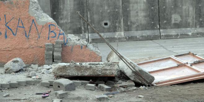 Vinç okul duvarına çarptı: 2 çocuk öldü