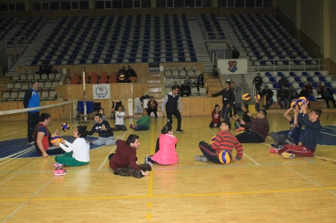 Karaman'da Kurulan Engelliler Voleybol Takımı İlk Antrenmanını Yaptı