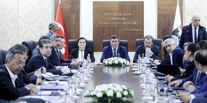 Bakan Ünal: 'Biz Diyarbekir'den vazgeçmeyiz'