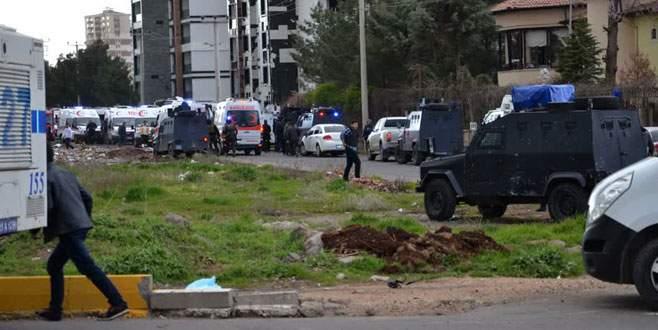 Diyarbakır'da polise saldırı: 7 şehit, 27 yaralı