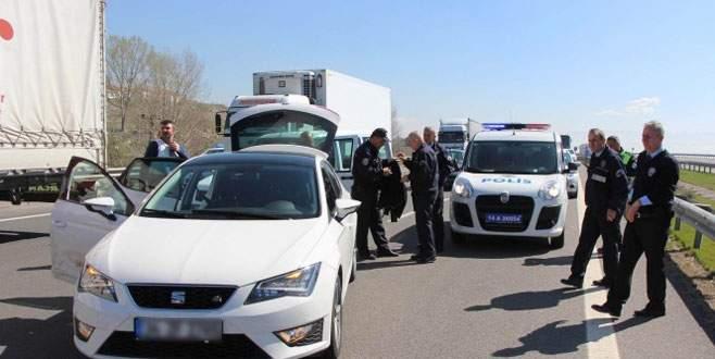 Dur ihtarına uymayan sürücü polisi alarma geçirdi