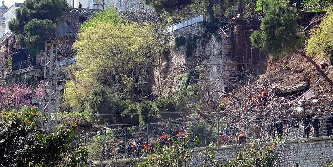 Çay bahçesinin duvarı çöktü!