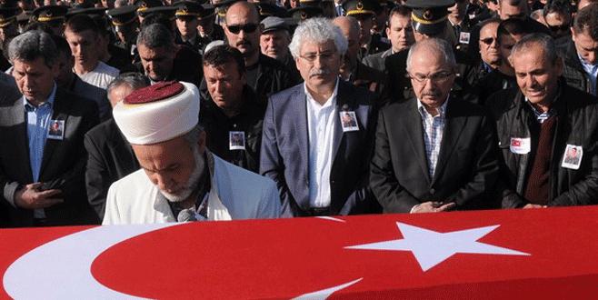 Şehit cenazesinde CHP'li vekile yumruklu saldırı
