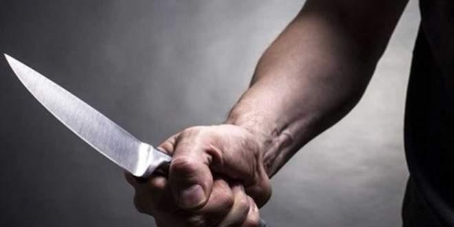 Karakolun önünde 3 polisi bıçakladı