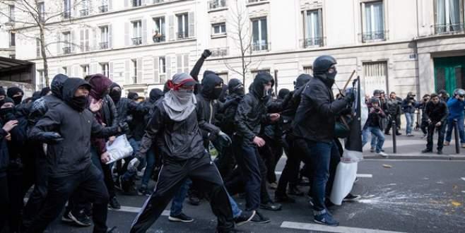 Polisle çatıştılar: 130 gözaltı