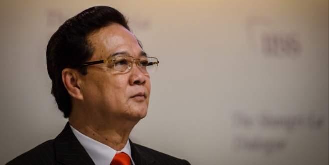 Başbakan emekliliğine 3 ay kala görevden alındı